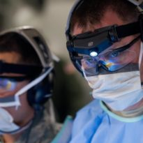 Hengityssuojainten FFP tuotannossa käytettävä SEI laser Textile laserleikkuri
